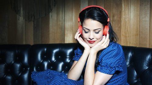 Cuidado con el uso de MP3. Los auriculares pueden producir sordera irreversible.